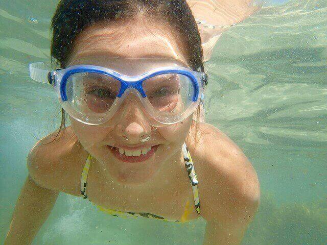 Comment résoudre le problème de la piscine tubulaire qui penche ?