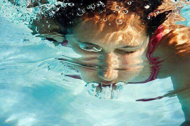 Apprenez quand faire tourner la pompe de la piscine tubulaire.