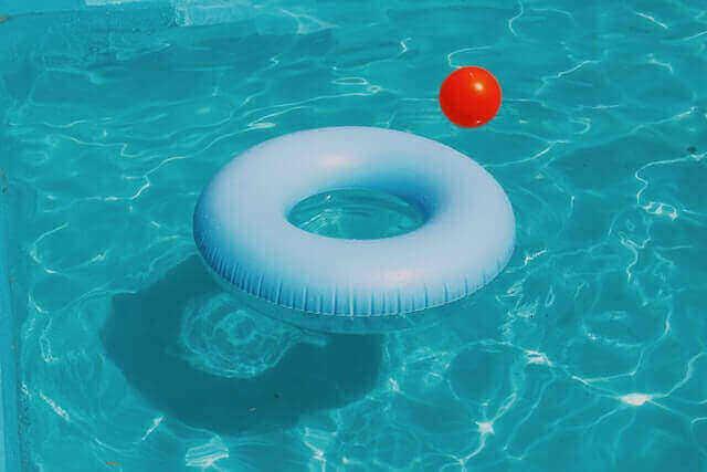 Que contient un kit complet pour piscine tubulaire ?